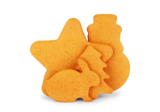 Biscotto di panpepato di natale isolato su sfondo bianco