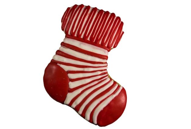 Biscotto di panpepato di natale a forma di calzino di natale isolato su sfondo bianco