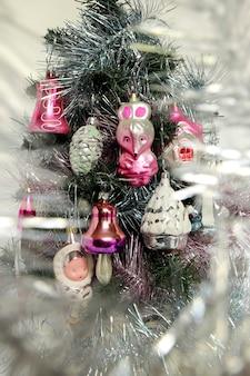 Giocattoli natalizi in vetro di babbo natale e fanciulla di neve degli anni 8090
