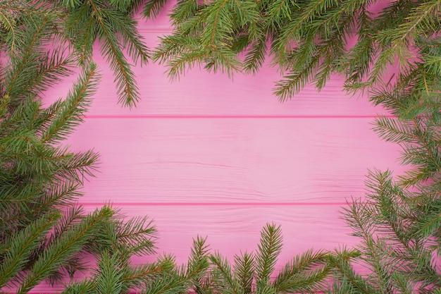 Quadro di natale verde su sfondo rosa.