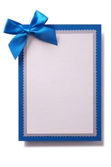 Cartolina d'auguri di natale fiocco blu decorazione verticale