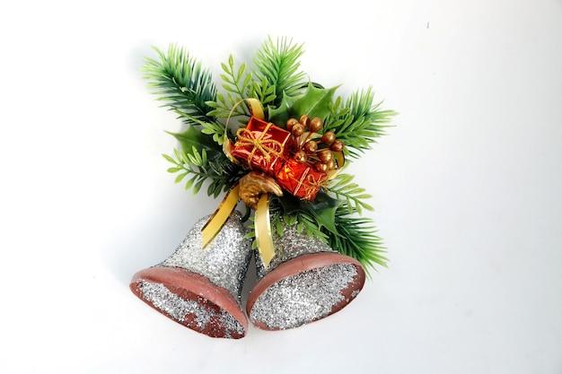 Campanelli natalizi a forma di ornamento per porta con verdure