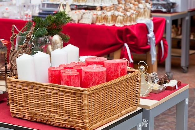 Decorazioni natalizie per la casa in un negozio il 20 dicembre 2012
