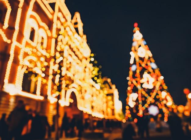 Illuminazioni di natale e decorazioni di natale e capodanno a mosca, russia. piazza rossa