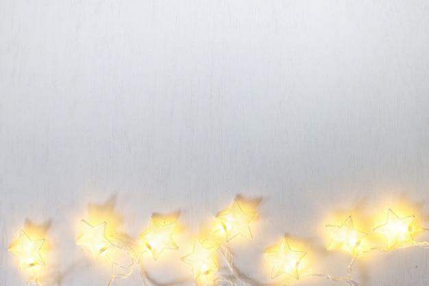 Stella della lampada di natale su fondo bianco