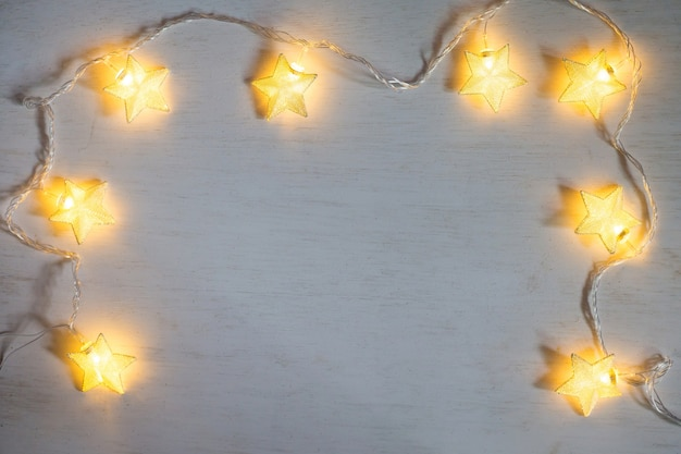 Stella di lampada di natale su sfondo bianco