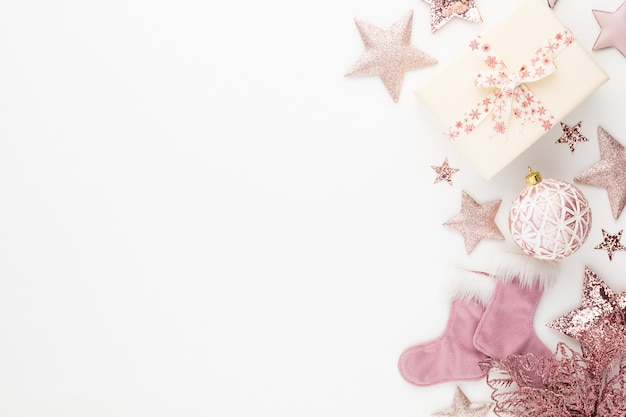Decorazioni natalizie minimaliste e semplici