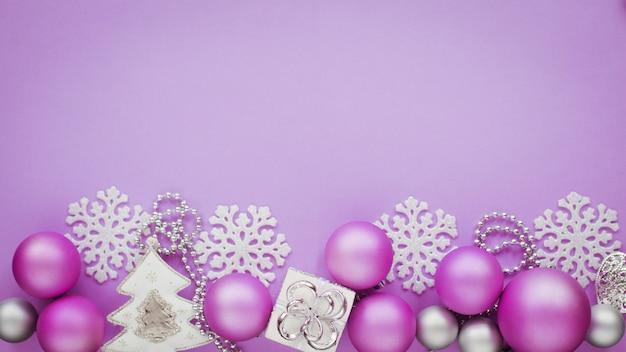 Decorazioni di natale capodanno banner piatto laici colore lilla