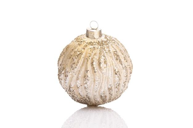 Palle di ornamenti di natale isolate su uno sfondo bianco.