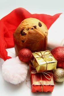 Panettone natalizio con decorazione