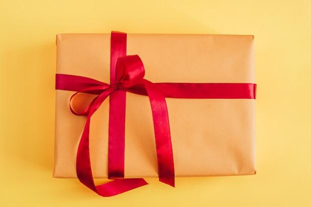 Scatola regalo o gif di natale