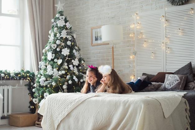 Natale due amiche si divertono