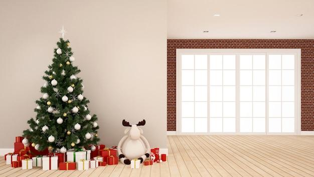 Albero di natale, bambola renna e confezione regalo nella stanza vuota