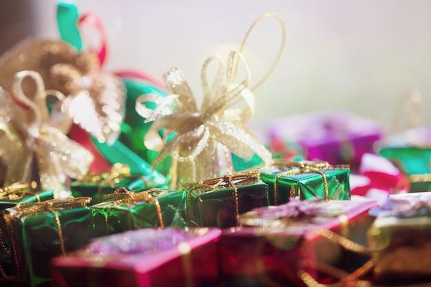 Natale con regalo box per sfondo astratto.