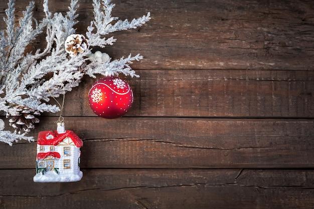 Sfondo natalizio in legno con decorazioni