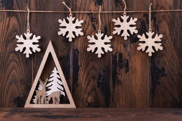 Natale in legno e decorazione per biglietto di auguri