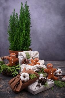 Confezione regalo natalizia zero sprechi eco friendly furoshiki