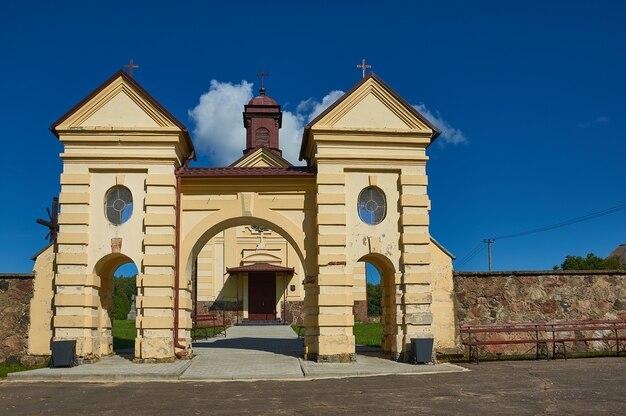 Chiesa dell'assunzione della vergine maria, bielorussia, distretto di myadzyel,konstantinovo