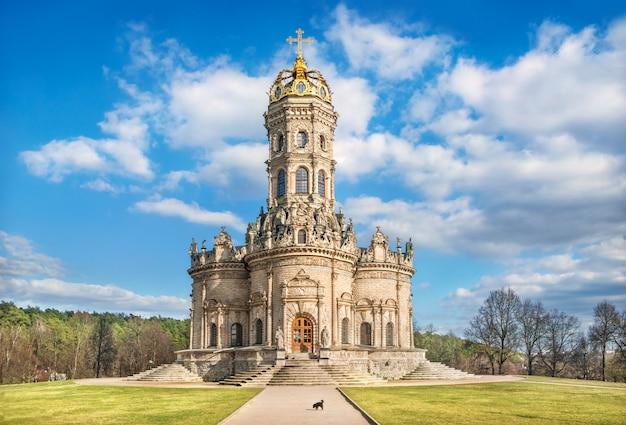 Chiesa di dubrovitsy e la cupola a forma di corona