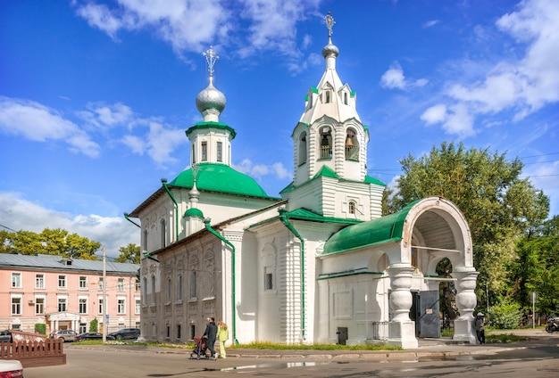 Chiesa dell'intercessione a torgu a vologda in una giornata di sole estivo