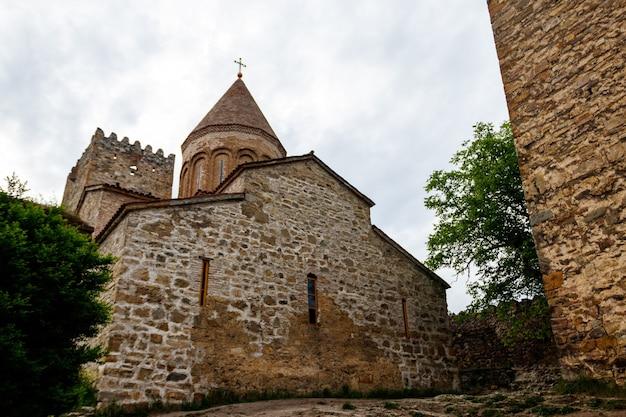 Chiesa della madre di dio nella fortezza di ananuri, georgia