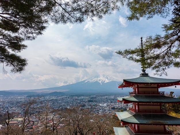 Pagoda chureito nel santuario askura sengen, punto di riferimento del giappone