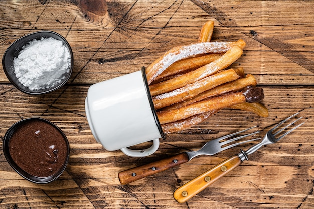Churros con zucchero e salsa al cioccolato