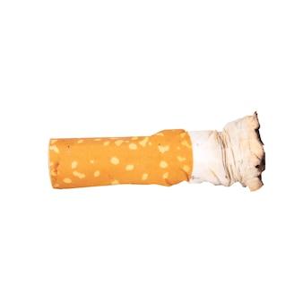 Mozziconi di sigaretta isolati su sfondo bianco.