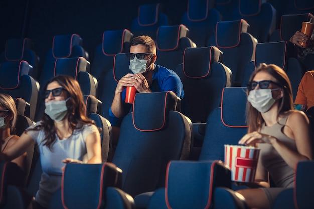 Cinema cinema durante la quarantena regole di sicurezza per la pandemia di coronavirus social