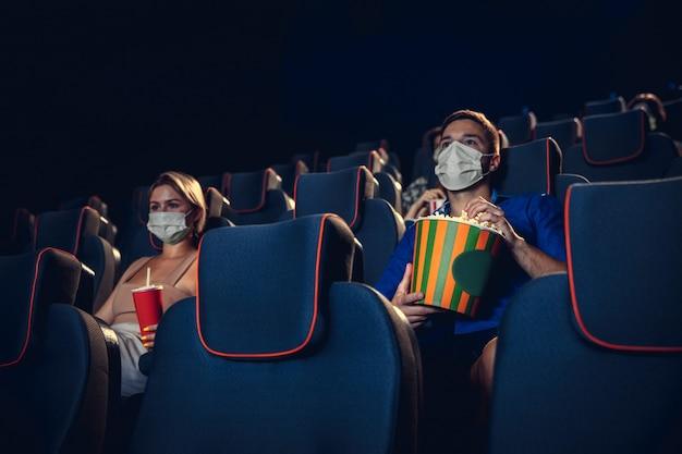 Cinema, cinema durante la quarantena. regole di sicurezza in caso di pandemia di coronavirus