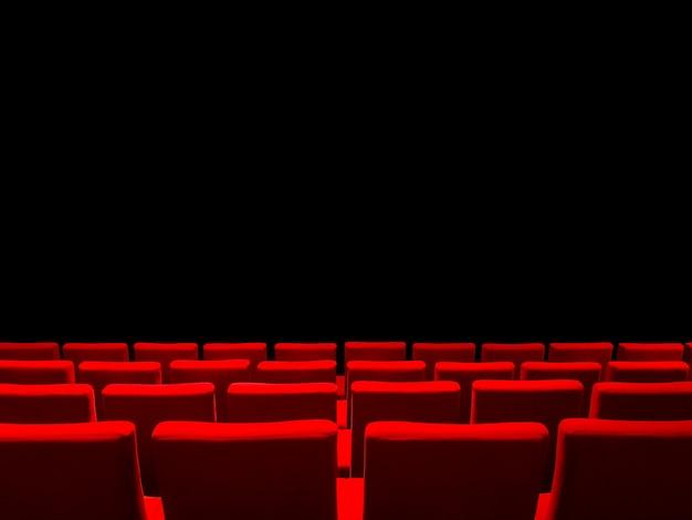 Cinema cinema con file di sedili rossi e un nero