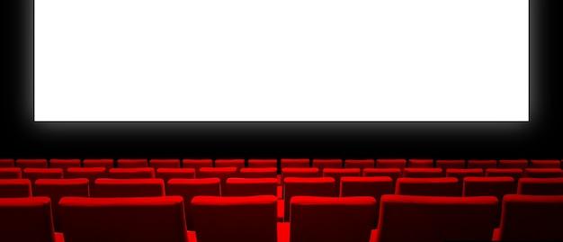 Cinema cinema con sedili in velluto rosso e uno schermo bianco vuoto.