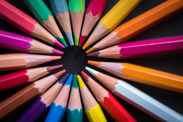 Cerchio di matite colorate