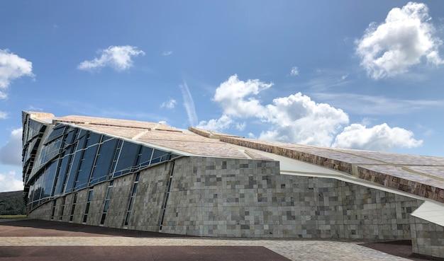 La città della cultura della galizia è un complesso architettonico situato a santiago de compostela