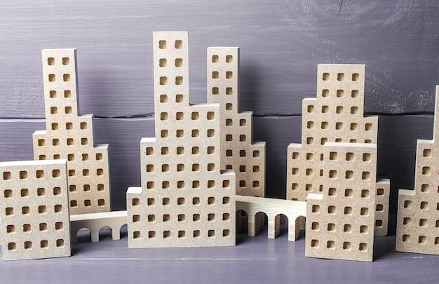 Città di figure con cavalcavia concetto immobiliare urbanistica e infrastruttura