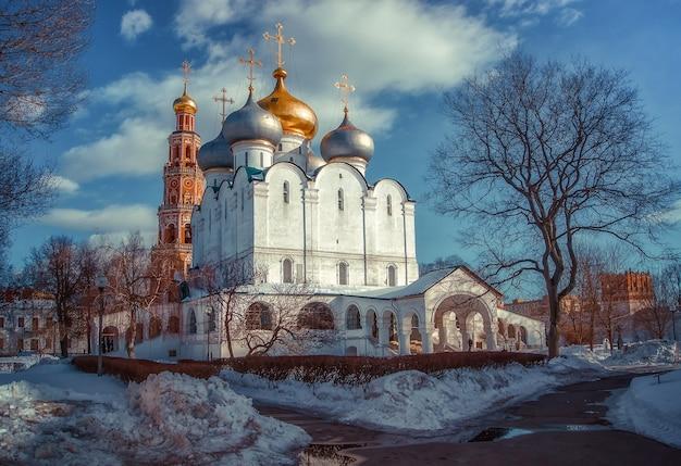 Città di mosca. paesaggio invernale. convento di novodevichy. viste della russia.
