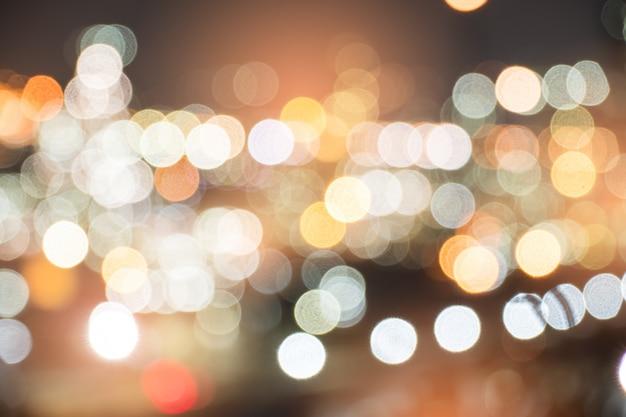 Notte della città con luci bokeh