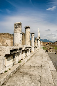 Paesaggio urbano di antiche rovine di pompei in italia