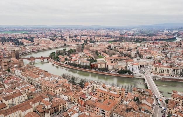 Paesaggio urbano della città di verona, italia. vista aerea