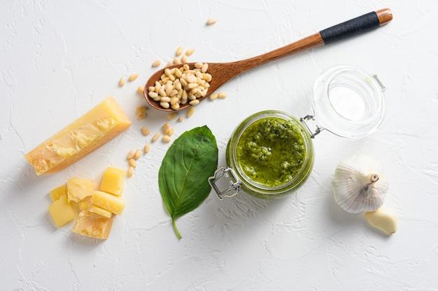 Pesto di basilico classico in vasetto di vetro