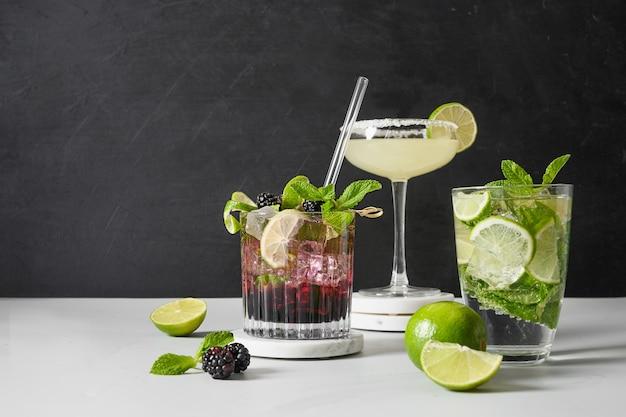 Cocktail mojito classico e mora con lime