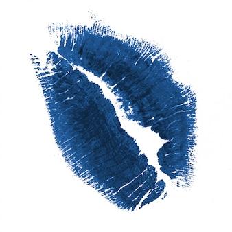 Bacio blu classico delle labbra isolato su bianco