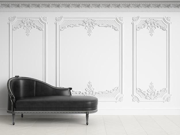 Chaise longue classica in interni classici con spazio di copia. gamma in bianco e nero