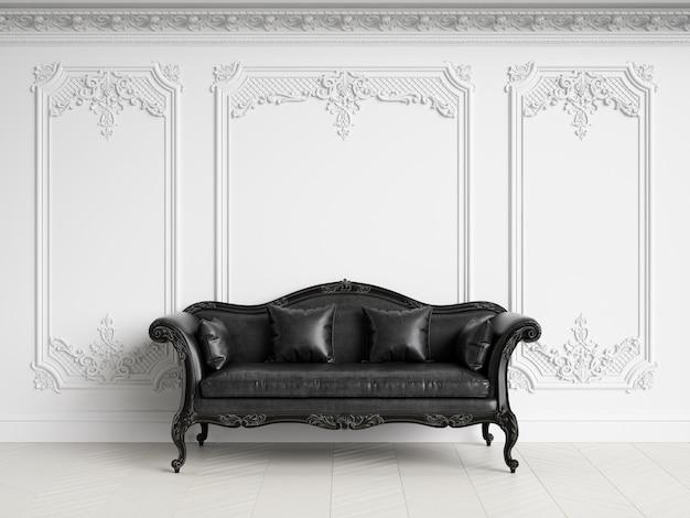 Divano classico in interni classici con spazio di copia. gamma in bianco e nero