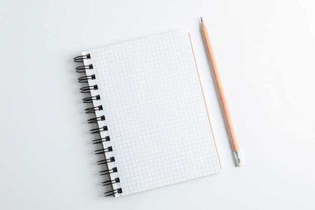 Quaderno pulito con spazio a matita per il testo