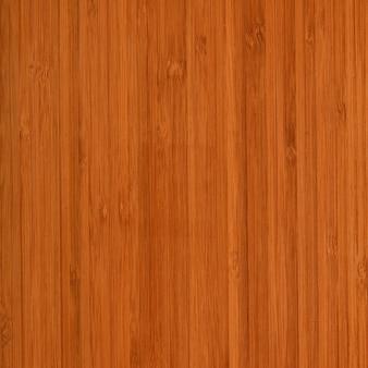 Pulire la superficie della struttura in legno di teak