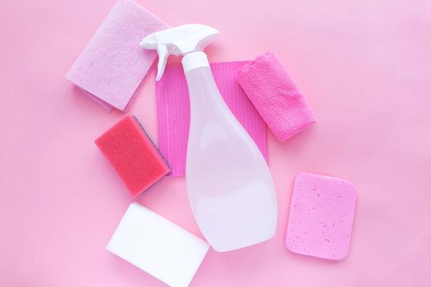 Agente per prodotti di pulizia, spugne, tovaglioli e guanti di gomma