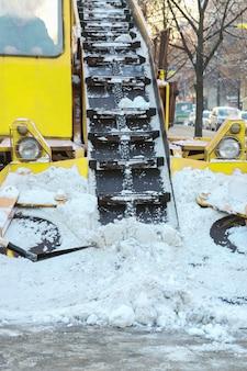 Pulizia strade da neve auto speciale
