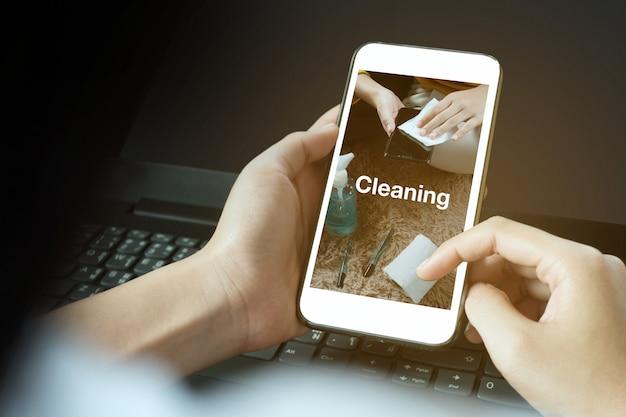La ricerca di pulizia sul cellulare salva vite periodo di tempo coronavirus 2019 o covid19 social media cam