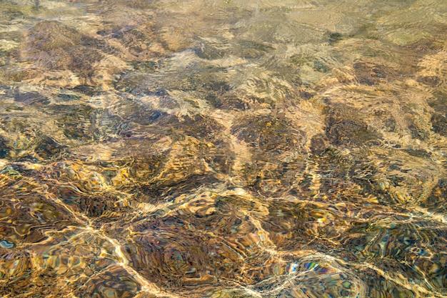 Priorità bassa di struttura dell'acqua chiara. acqua trasparente in piscina